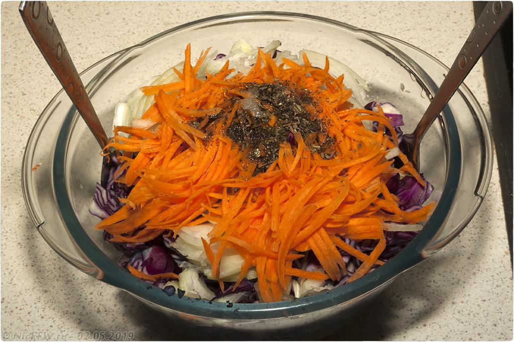 10. салат из краснокочанной капусты с горошком © NickFW.ru