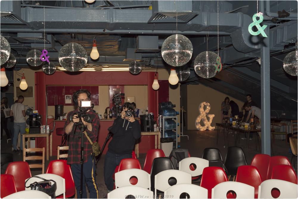 36. Наташа Арефьева делает общее фото - © NickFW.ru - 05.07.2019
