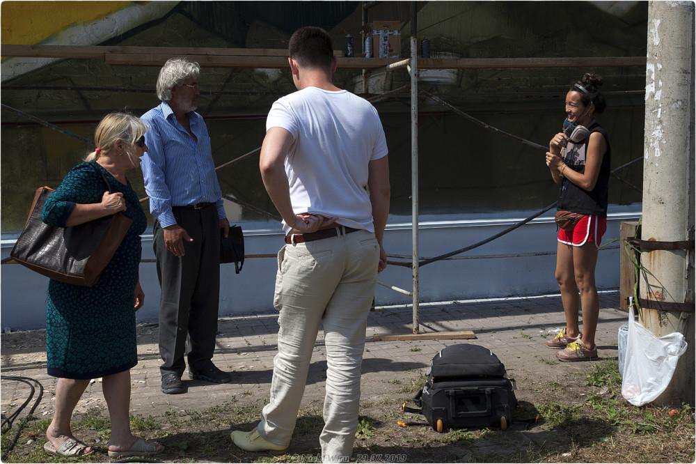 6. Черняховский - Общение местных жителей с художником - © NickFW.ru - 29.07.2019