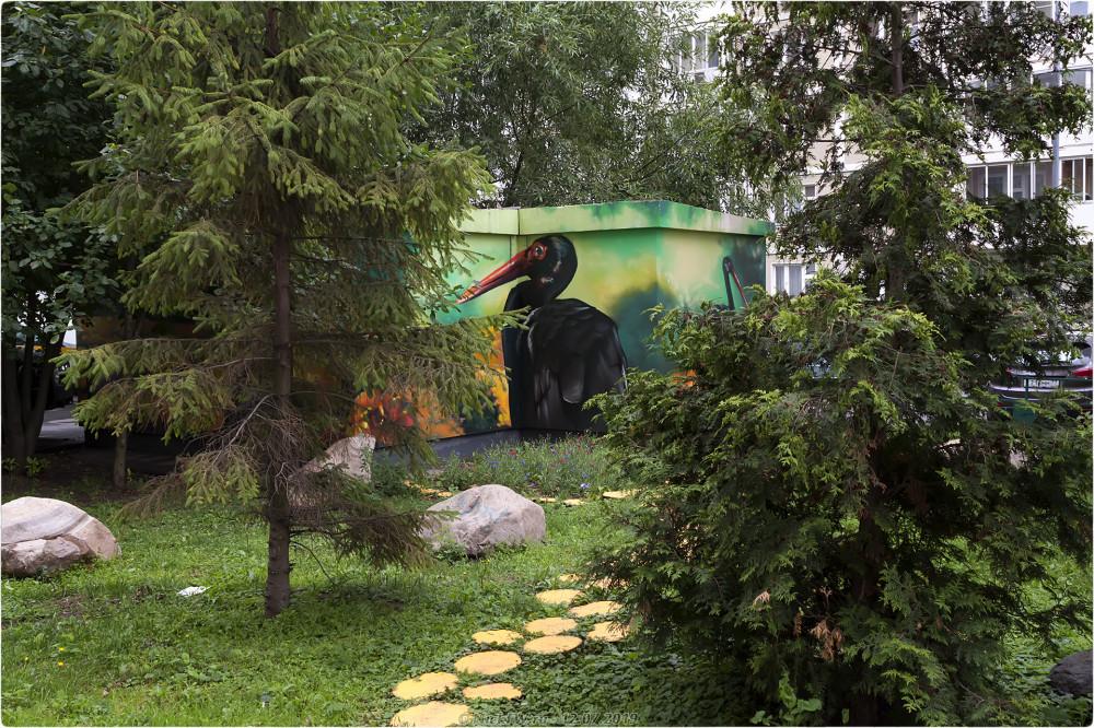 7. Чёрный аист на стене подстанции © NickFW.ru - 12.07.2019г.
