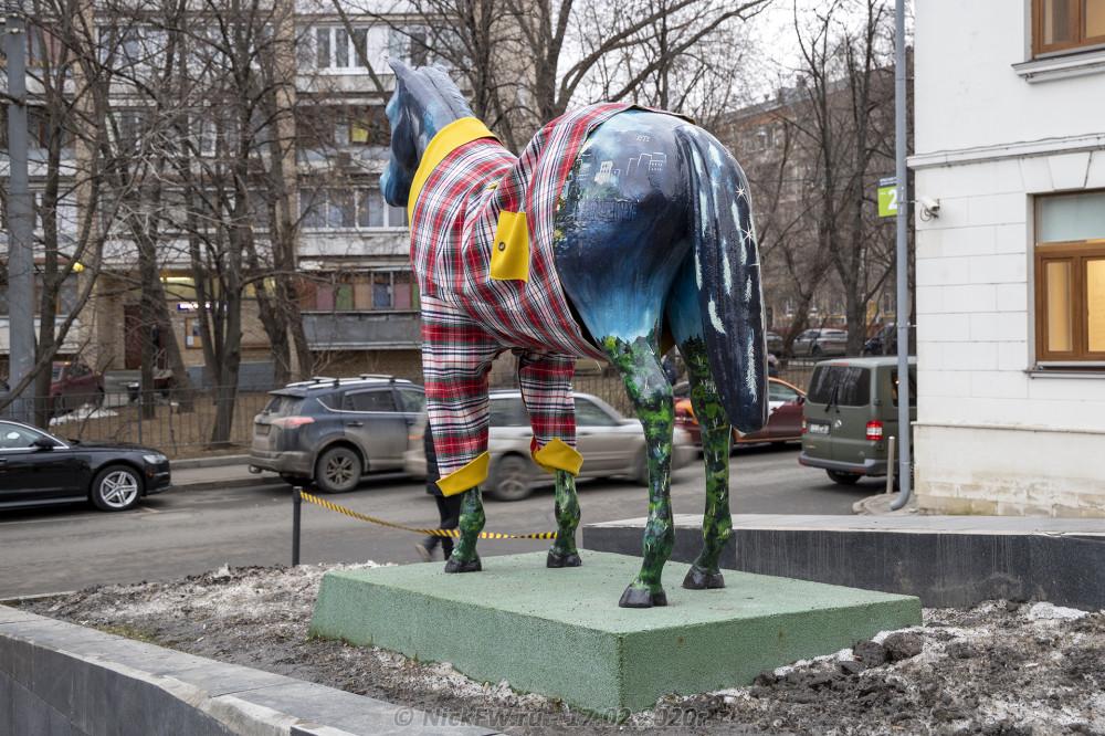 3. Скульптура «Вечерняя Москва» вид со стороны крупа © NickFW.ru - 17.02.2020г.