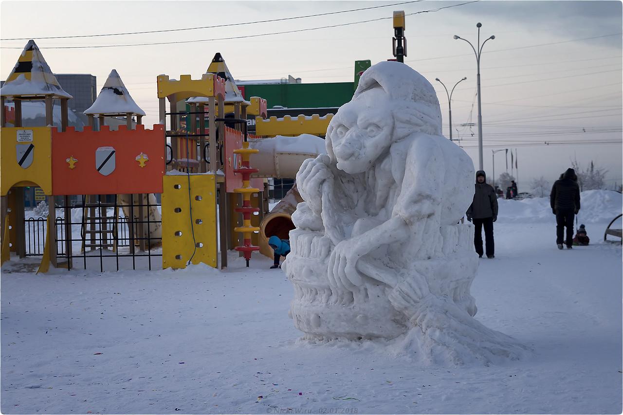 Баба Яга в Ледовом городке в парке Дружбы народов [© NickFW - 02.01.2018]