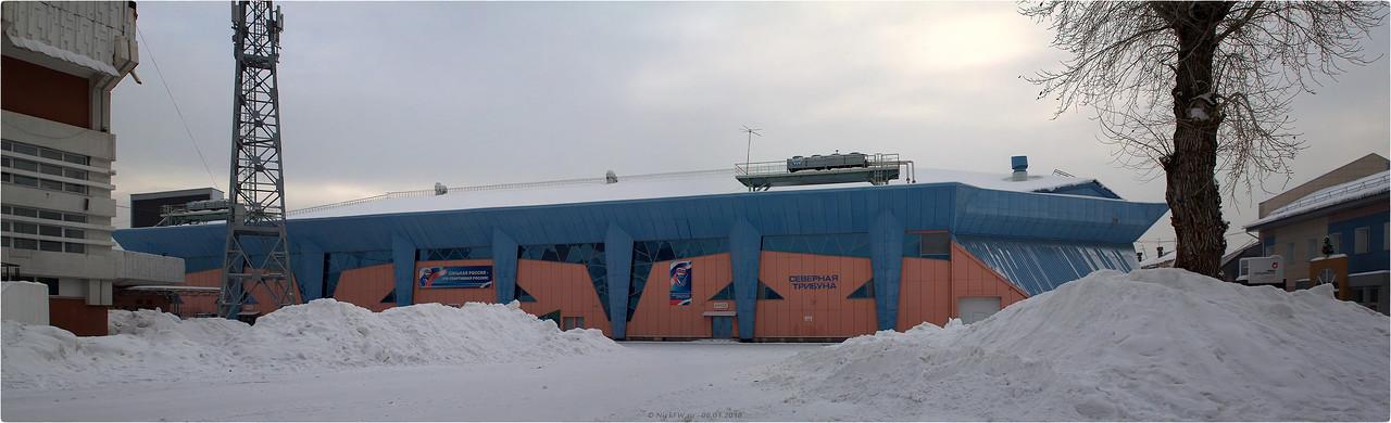 Крытый ледовый модуль стадиона Химик вид со скейт парка [© NickFW - 06.01.2018]