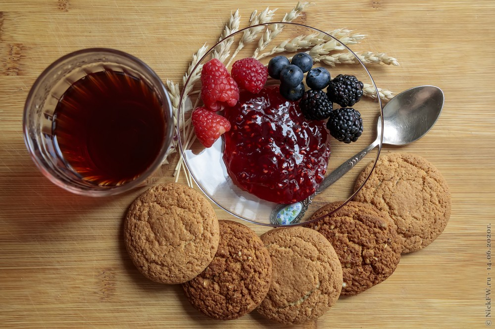 2. Натюрморт с малиновым вареньем и печеньем © NickFW.ru - 14.06.2020г.