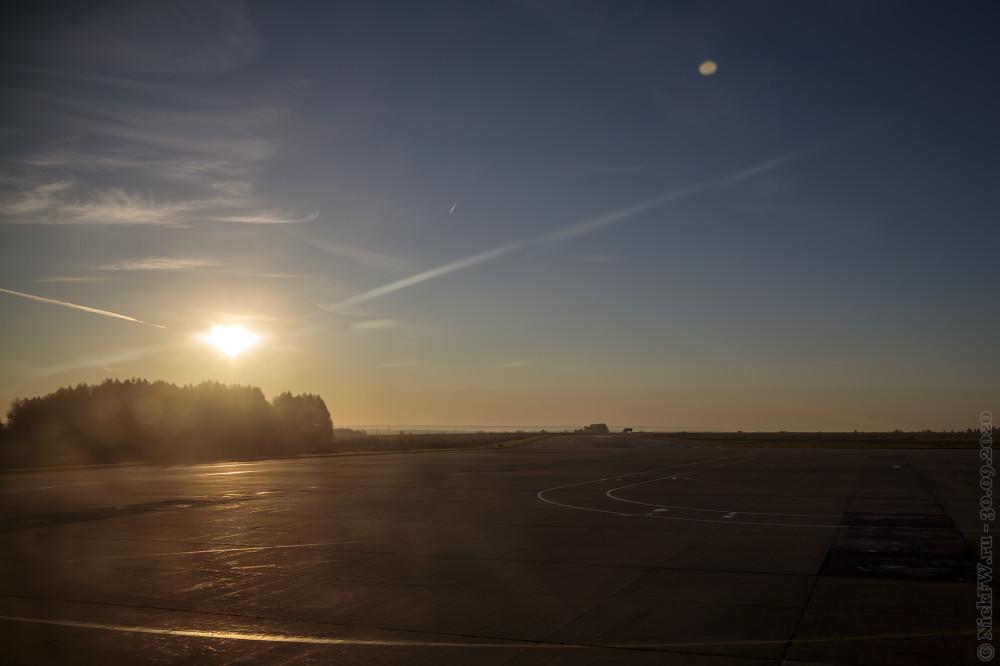 1. Рассвет в Кемеровском аэропорту © NickFW.ru - 30.10.2020г.