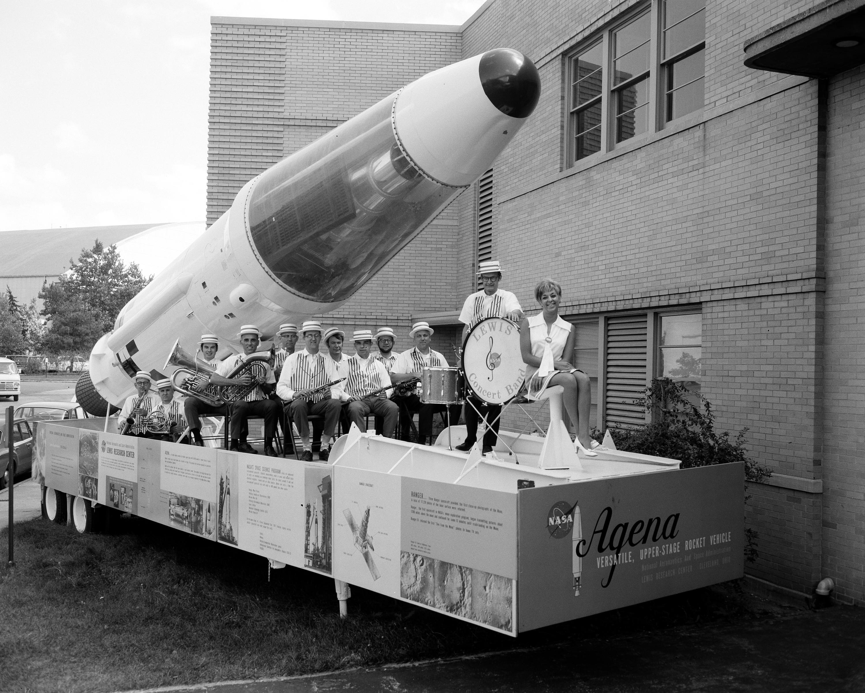 Miss-NASA-and-band