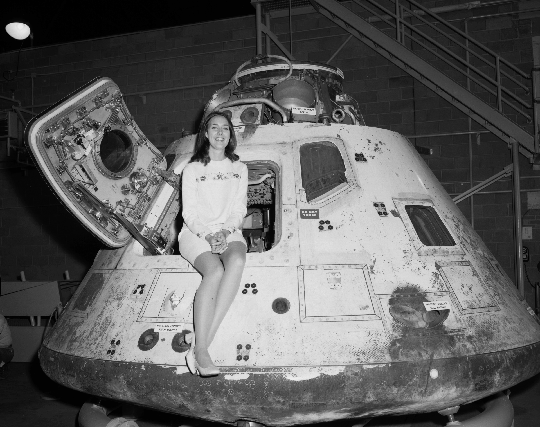 Miss-Nasa-in-Apollo-8