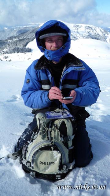 Пишу СМС додому, але телефон замерзає швидше, ніж пишуть задубівші руки :)