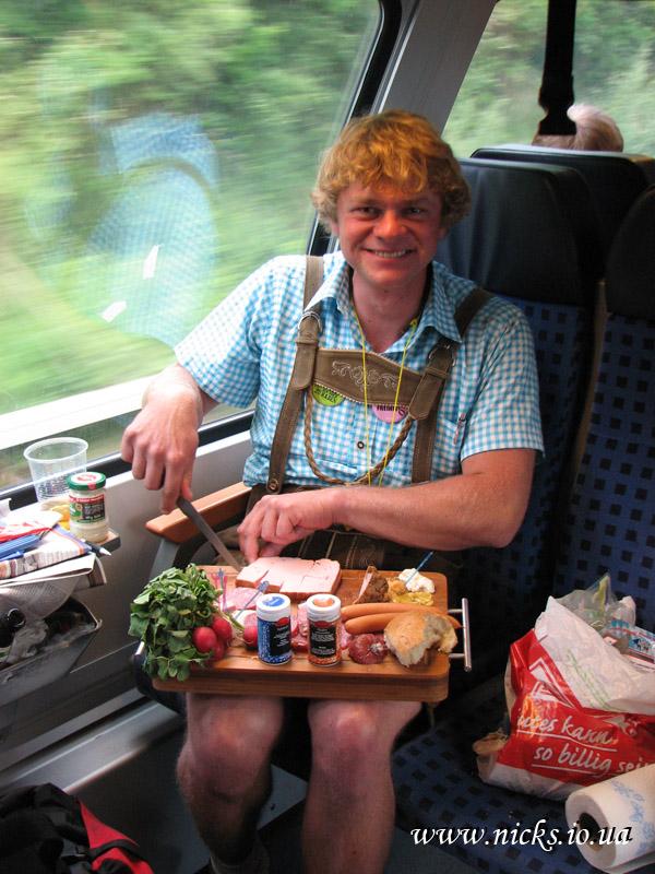 Традиційні баварські одяг та їжа (Traditional Bavarian clothes and food)