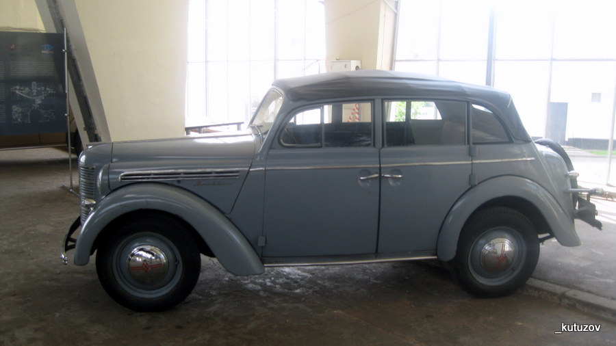 Авто-москвич-древний