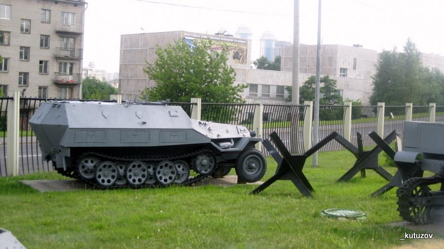 Поклон-музей-танк-ежи