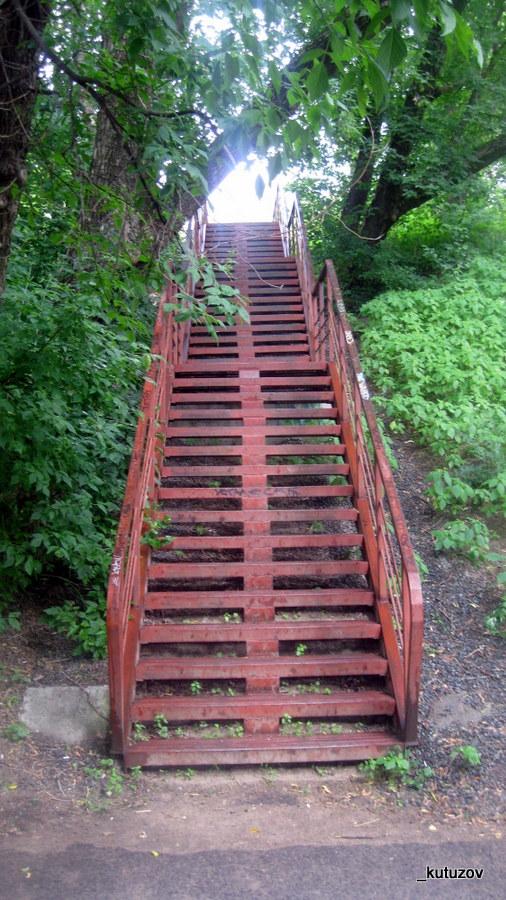У речки-лестница