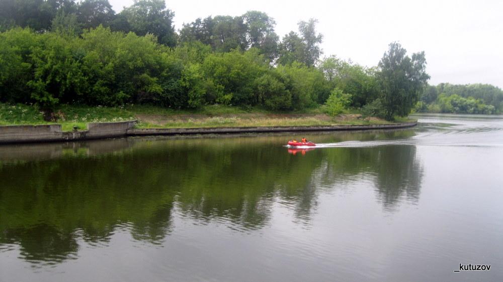 У речки-лодка
