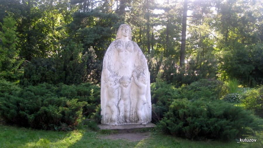 Сокол-скульпт