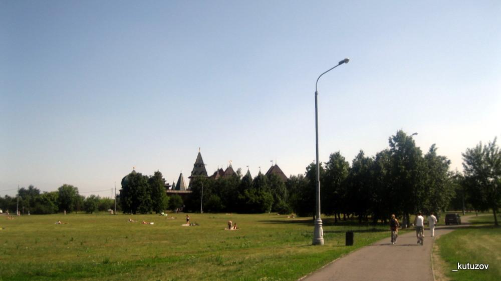 Колом-дворец-вдали