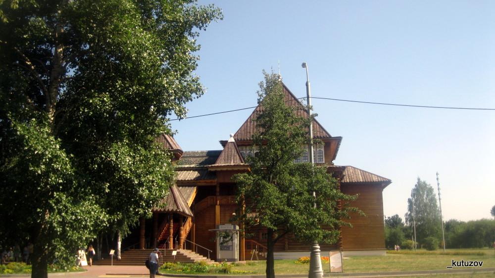 Колом-дворец-сбоку