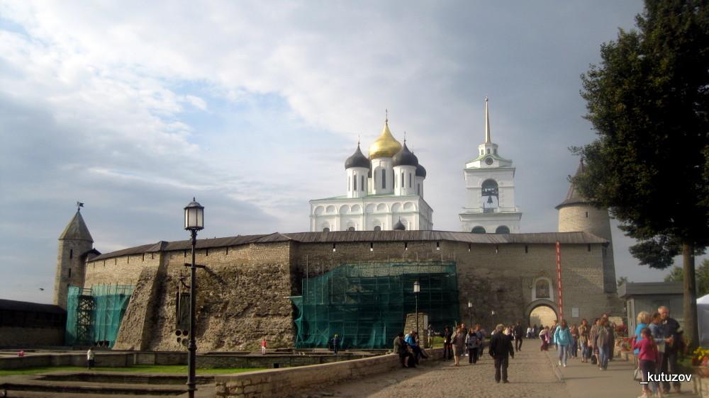 Псков-Кремль-внутри-1
