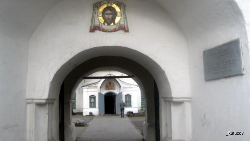 Псков-храм-вход