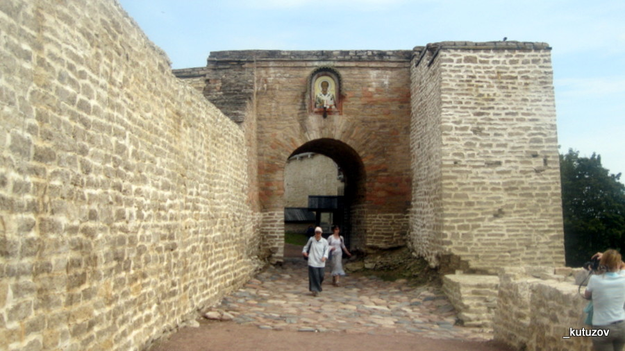 Изборск-стена