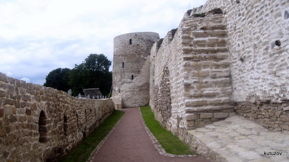 Изборск-стена-1
