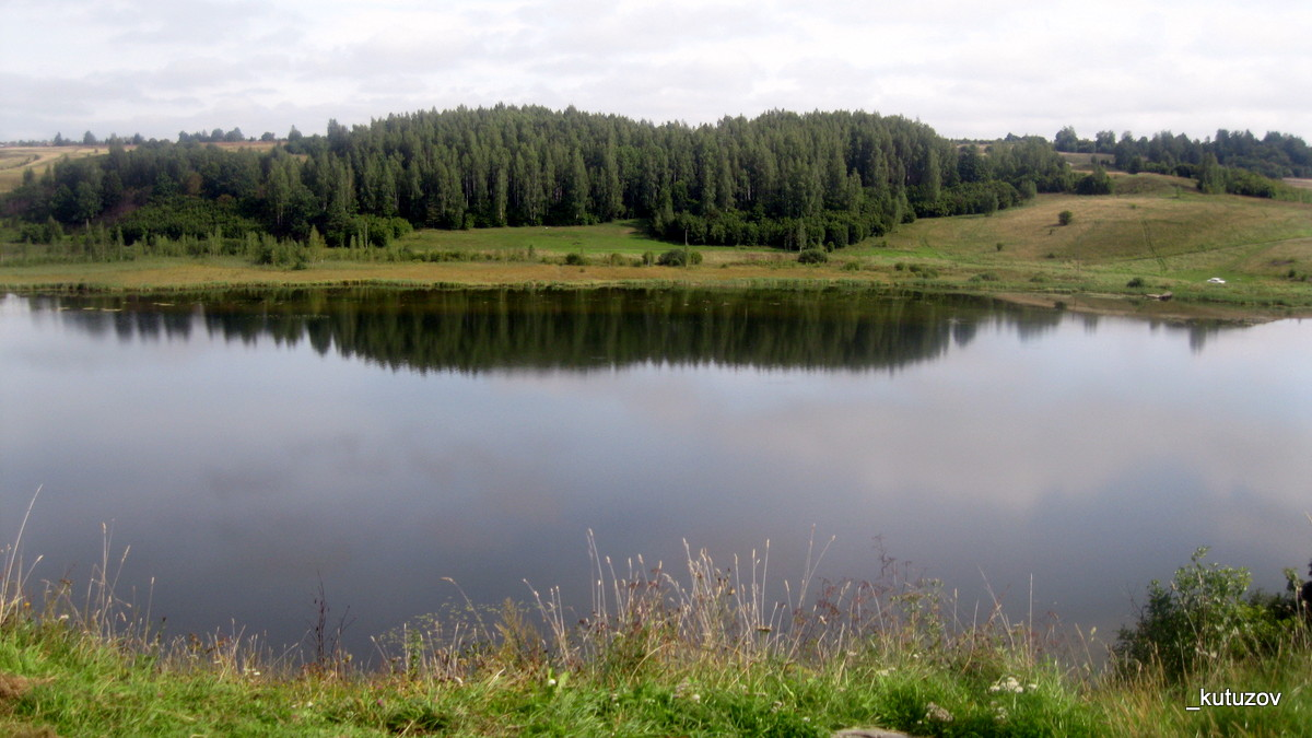 Изборск-озеро-отражение