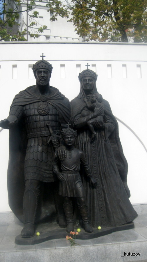 Церк-статуя-1
