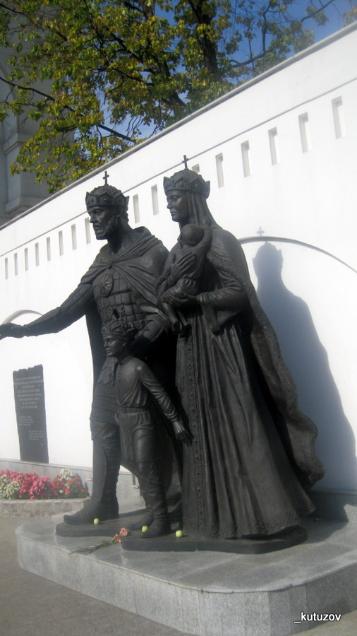 Церк-статуя-2
