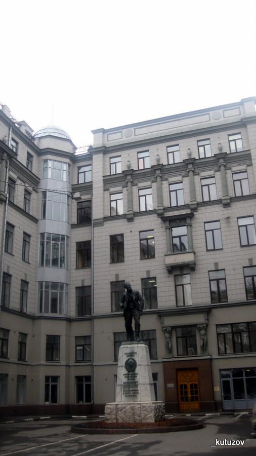 Статуя-Воровский-3