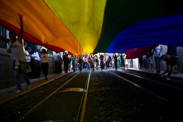 Rainbow_Flag_over_the_Street
