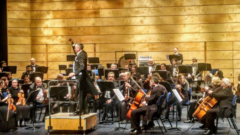 Հայֆայի սիմֆոնիկ նվագախումբը ղեկավարում էր Ռուսաստանից հրավիրված դիրիժոր Իգոր Սուկաչյովը