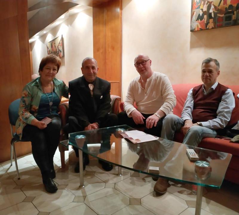Տատյանա Կլիմովիչը համերգի «հերոսների» հետ հարցազրույցից հետո, լուսանկարի հեղինակ՝ Սերգեյ Գելբարտ