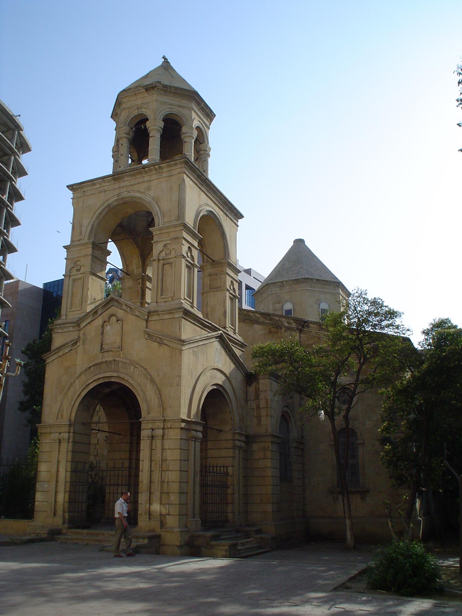 Բաքվի հայկական եկեղեցին, որի գմբեթից հանված է խաչը