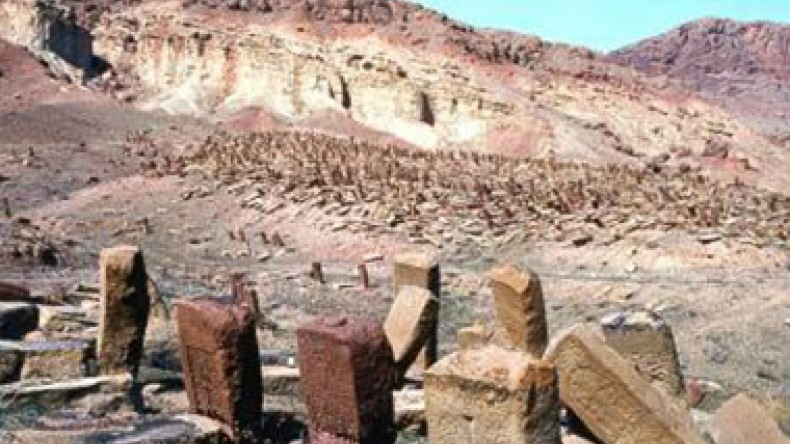 The destruction of Julfa cemetery by soldiers in 2006