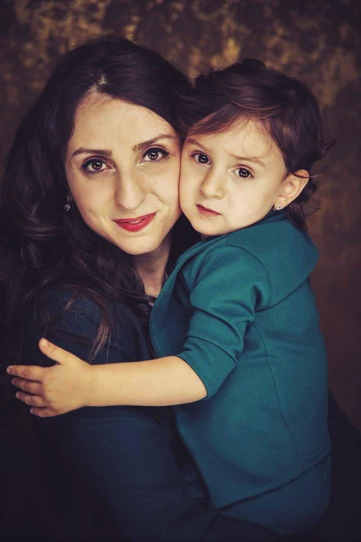 Աննան դստեր` Անահիտի հետ