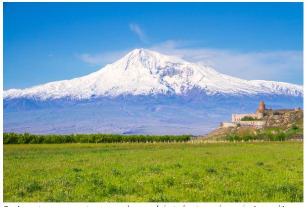 De Ararat, samen met een van de populairste bestemmingen in Armenië: Chor Virap
