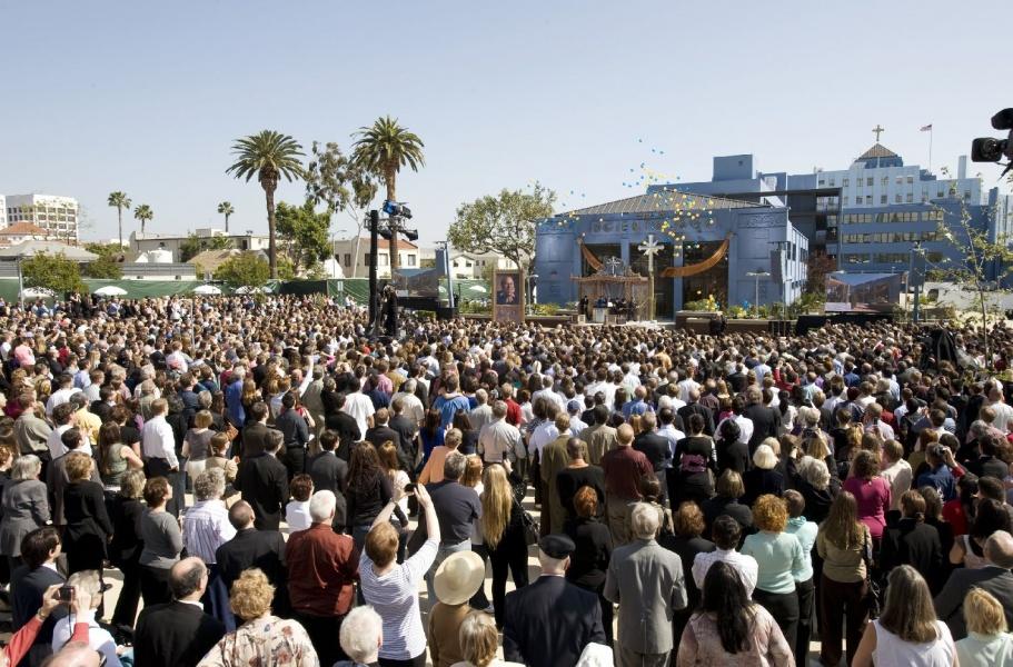Открытие новой церкви саентологии в Лос-Анджелесе