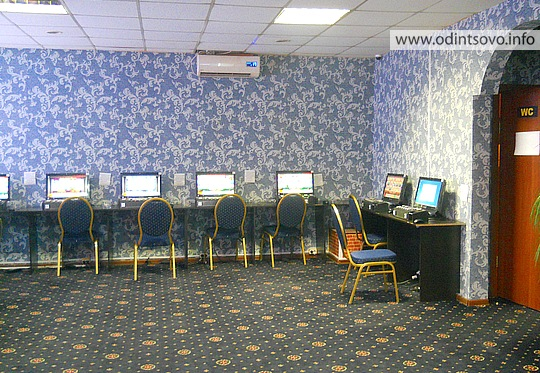 Современный зал игровых автоматов