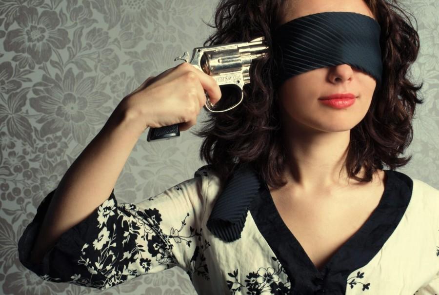 Картинки девушка с пистолетом у виска
