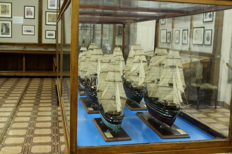 Модели парусных кораблей в Музее Черноморского флота в Севастополе