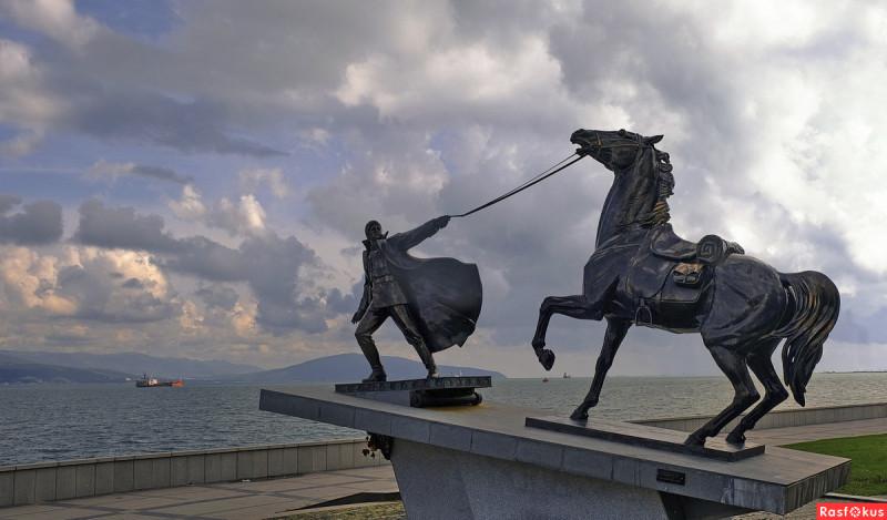 Памятник Исходу Белой армии  Новороссийск  2013 год