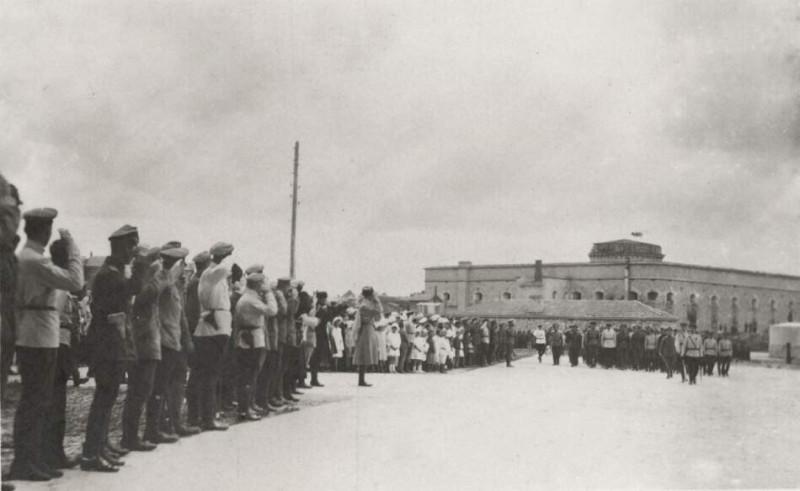 Русская армия в Севастополе возле Михайловской батареи