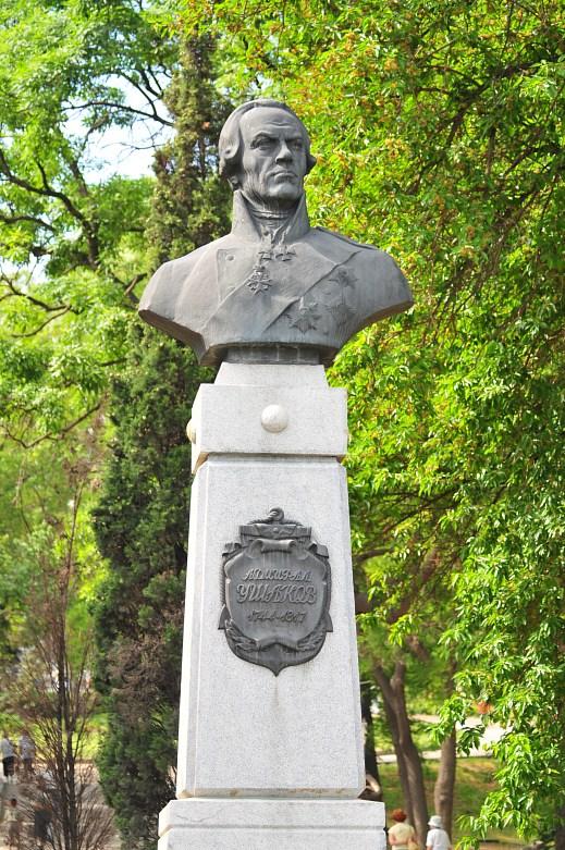 Памятник адмиралу Ушакову в Севастополе на площади Ушакова у подножия Исторического бульвара