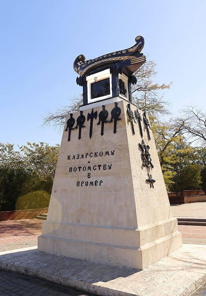 Памятник Казарскому на Морском бульваре в Севастополе