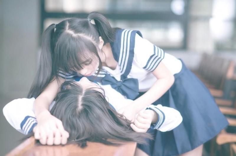 Japan girl kissing — photo 14