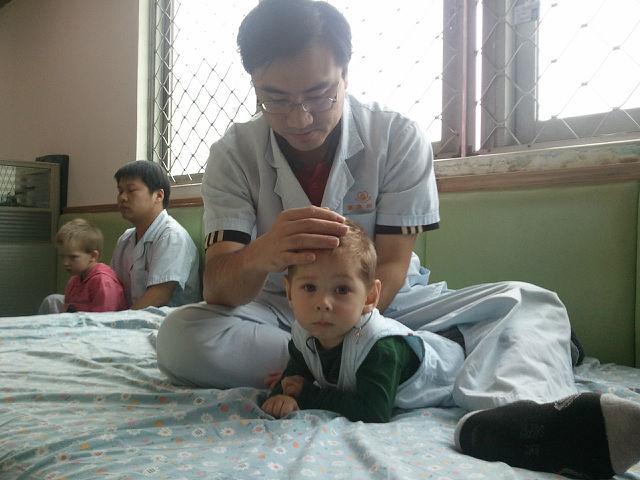 Богдан на первом курсе лечения в Китае