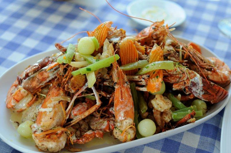 58. Тарелка с морепродуктами в ресторане