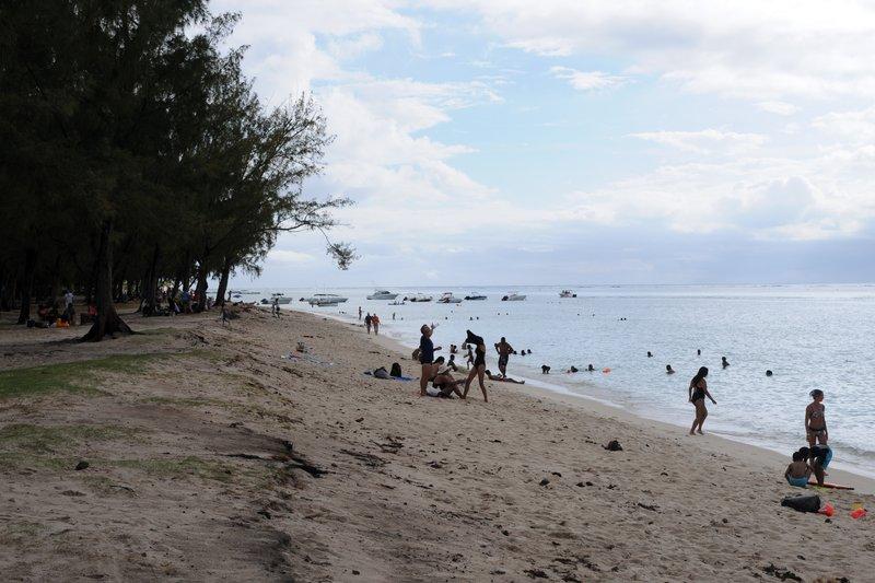 48. Пляж в районе Ле Морна