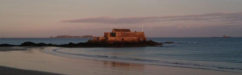 Saint-Malo. Fort National на восходе.jpg