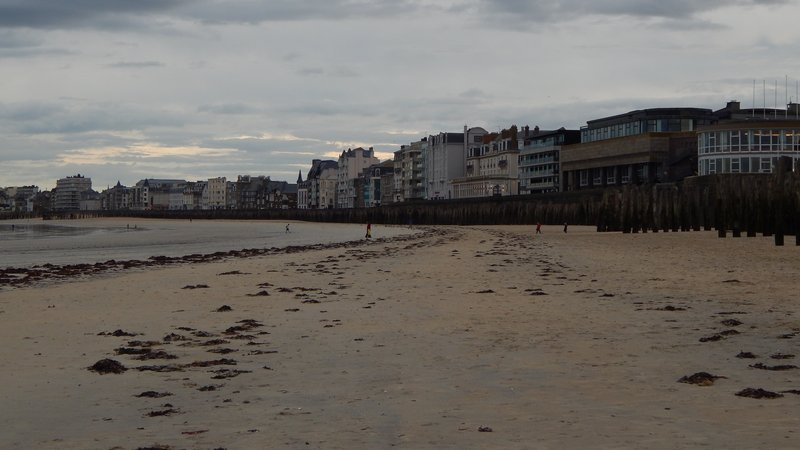 Saint-Malo. Череда гостиниц у барьера.jpg