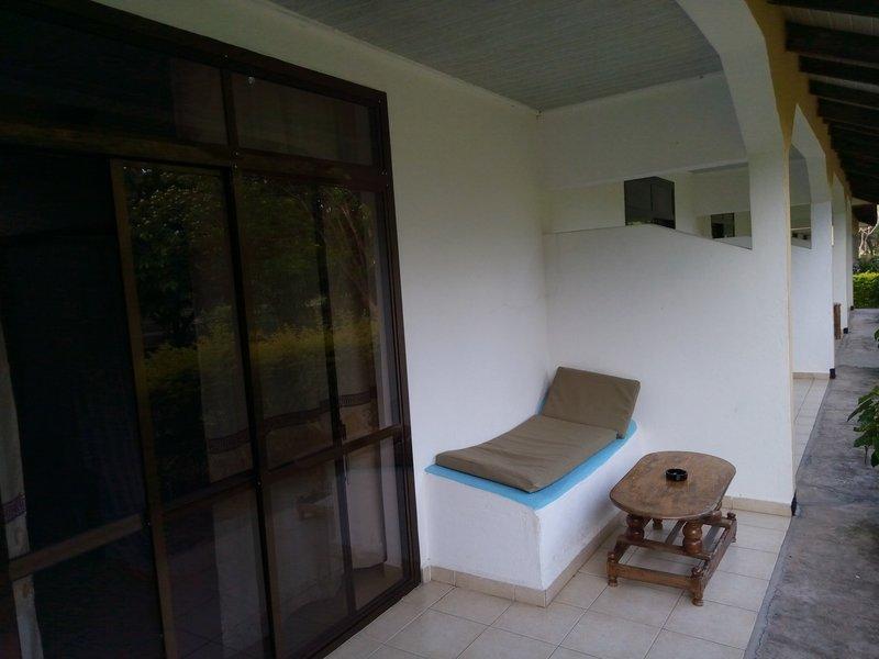 Tan Swiss lodge. Терраса.jpg
